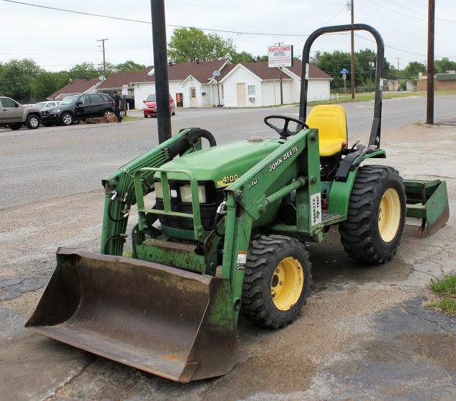 Where to find TRACTOR JD4100 COMPACT LOADER 4WD in Arlington